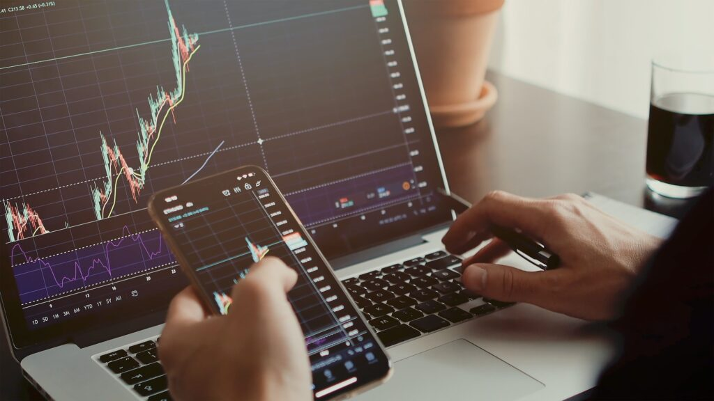 stocktrader analyzing profit opportunity investing bitcoin